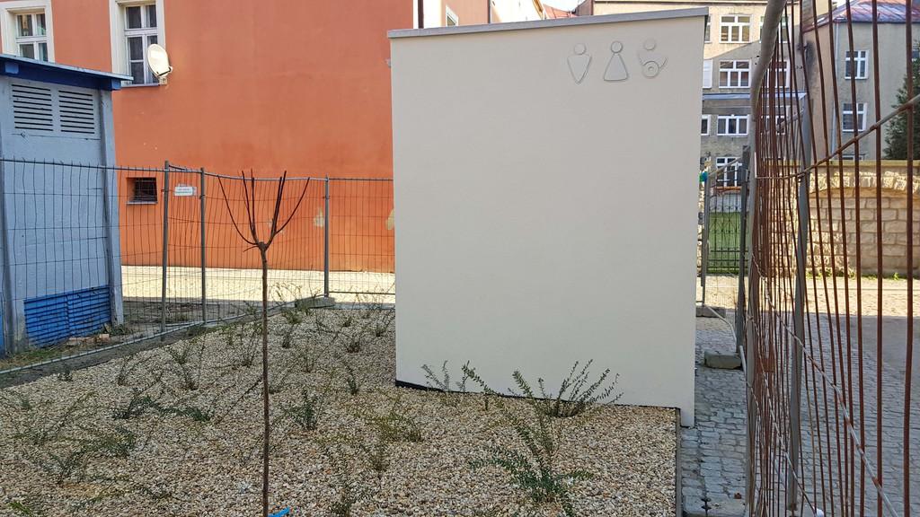 Toaleta miejska w Głuchołazach 6.jpeg