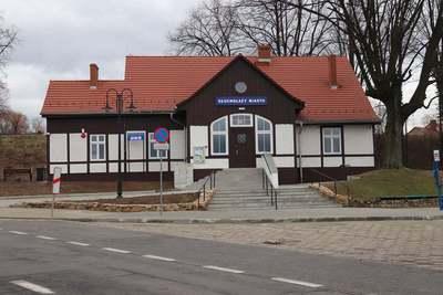 Galeria Oddano do użytku odrestaurowany, zabytkowy budynek dworca Głuchołazy Miasto
